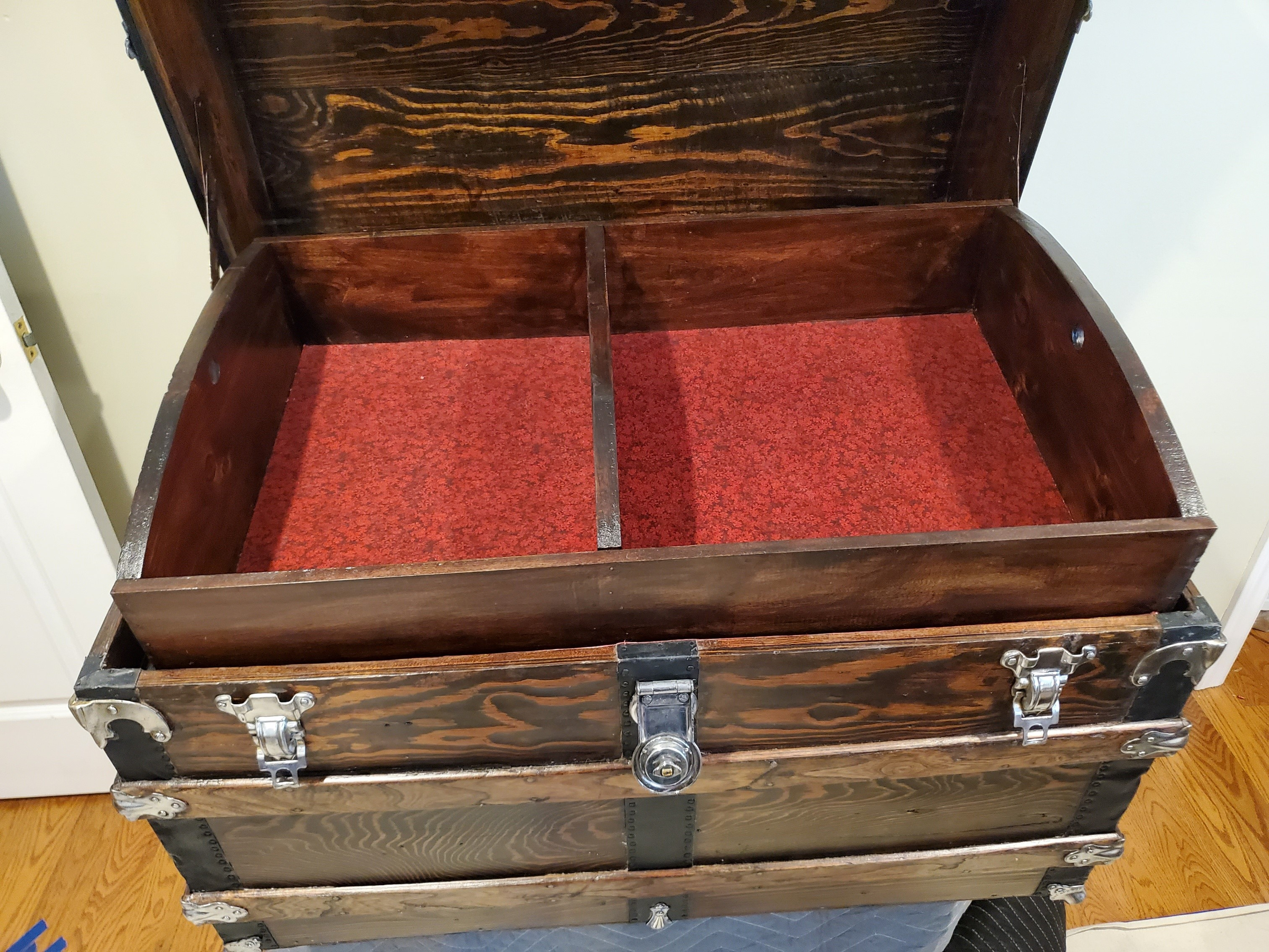 NEW Vintage Steamer Trunk Hardware Latches /& Screws  Suitcase Humpback Chest