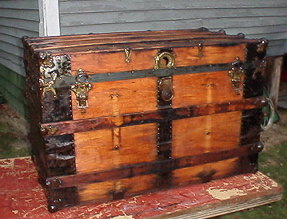 Canvas trunk refinished by Brettuns Village