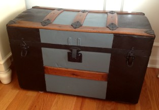 How to paint an old trunk
