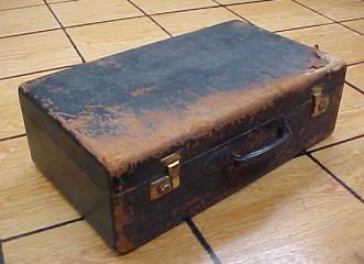 Brettuns Village Trunk Shop: Vintage and Antique Suitcases For Sale