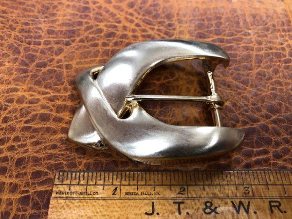Curvy brass belt buckle