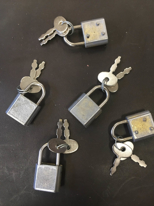 Small padlocks with kleys