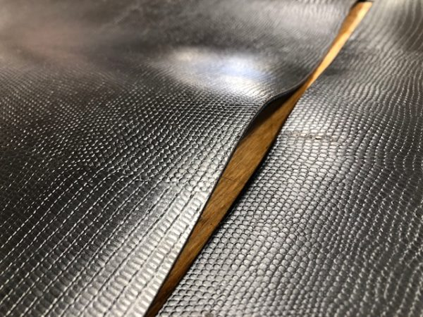 Set of strips of polyurethane coated lizard skin leather